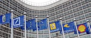 Drapeaux europŽens devant le Berlaymont